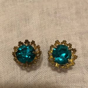 Emerald crystal and gold studs